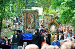 Паломники від Ізюмської єпархії взяли участь у хресній ході в м. Києві