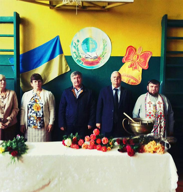 День знань у селі Петрівське