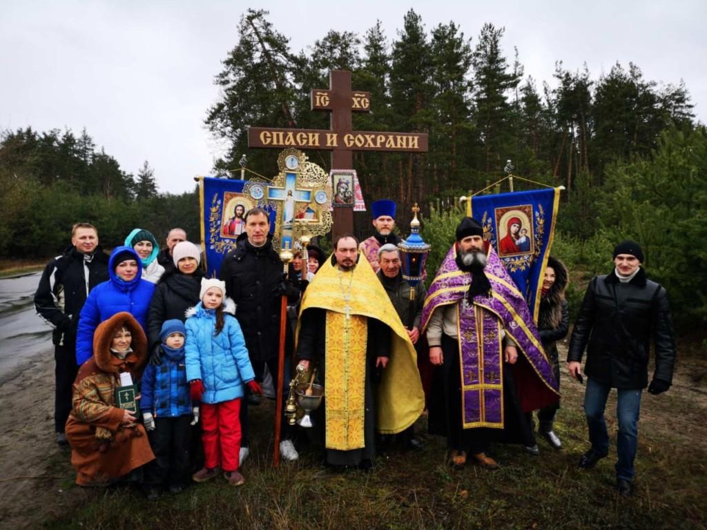 Освячення поклонного хреста на в'їзді в Височинівку Зміївського району