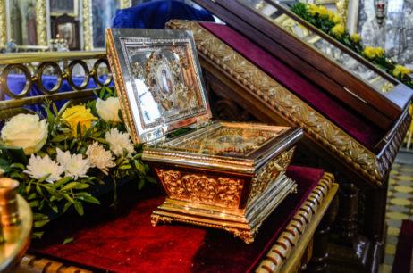 В Вознесенском кафедральном соборе торжественно встретили мощи целителя Пантелеимона