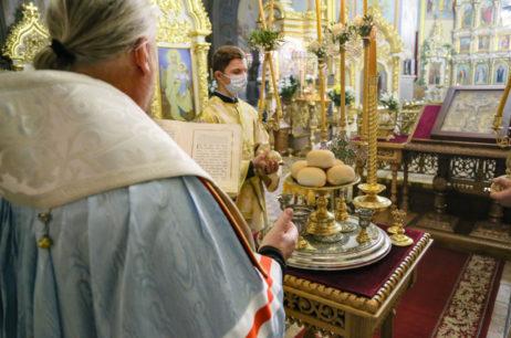 Канун праздника собора Архистратига Михаила и прочих Небесных Сил бесплотных