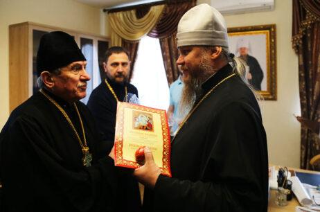 Вітання митрополита Єлисея духовенством Ізюмської єпархії з Пасхою Христовою